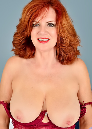 Red-haired Andi James puts on sexy lingerie to rub cunt