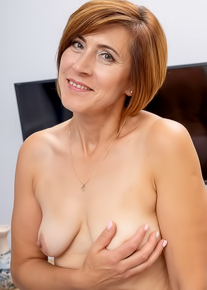 Redhead milf Eleanor shows her flabby tits and poses